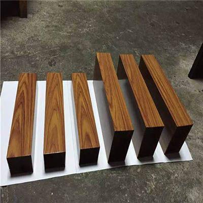 浅棕色木纹铝方通